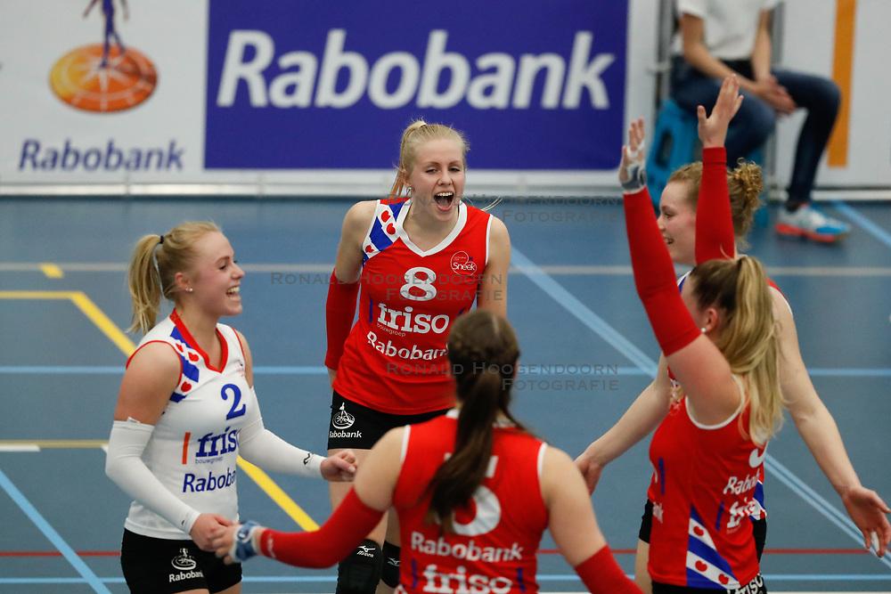 20170430 NED: Eredivisie, VC Sneek - Sliedrecht Sport: Sneek<br />Anniek Siebring (8) of VC Sneek <br />&copy;2017-FotoHoogendoorn.nl / Pim Waslander