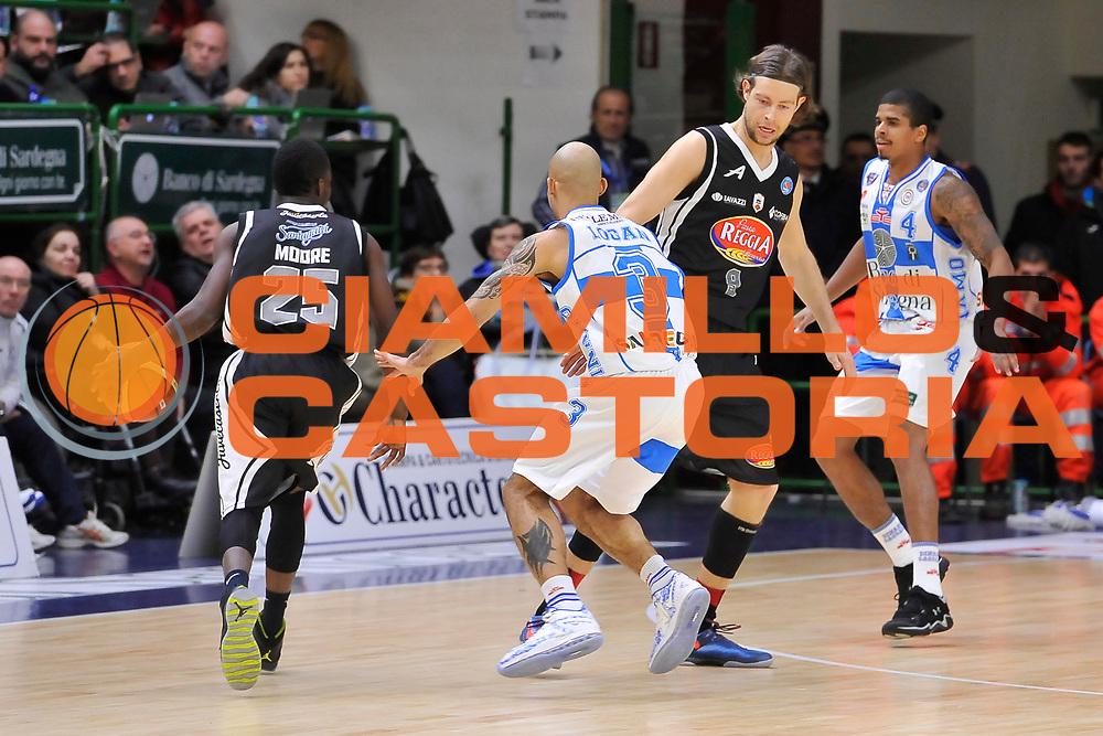 DESCRIZIONE : Campionato 2014/15 Dinamo Banco di Sardegna Sassari - Pasta Reggia Juve Caserta<br /> GIOCATORE : Ronald Moore<br /> CATEGORIA : Palleggio Controcampo Blocco<br /> SQUADRA : Pasta Reggia Juve Caserta<br /> EVENTO : LegaBasket Serie A Beko 2014/2015<br /> GARA : Dinamo Banco di Sardegna Sassari - Pasta Reggia Juve Caserta<br /> DATA : 29/12/2014<br /> SPORT : Pallacanestro <br /> AUTORE : Agenzia Ciamillo-Castoria / Luigi Canu<br /> Galleria : LegaBasket Serie A Beko 2014/2015<br /> Fotonotizia : Campionato 2014/15 Dinamo Banco di Sardegna Sassari - Pasta Reggia Juve Caserta<br /> Predefinita :