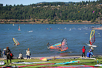 Wind surfing on the Columbia River at the Hood River Waterfront, Oregon, USA, 200809020842.<br />