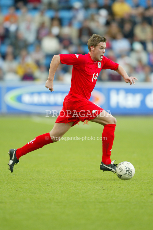 OSLO, NORWAY - Thursday, May 27, 2004:  Wales' Robert Edwards in action against Norway during the International Friendly match at the Ullevaal Stadium, Oslo, Norway. (Photo by David Rawcliffe/Propaganda)