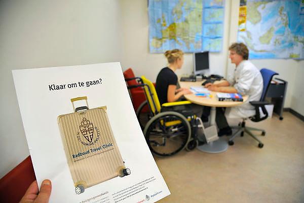 Nedrland, Nijmegen, 9-11-2011Het umc radboud heeft een travelclinic, waar mensen, met name met een handicap, beperking, advies kunnen krijgen over de medische aspecten van hun voorgenomen reis of vakantie.Foto: Flip Franssen