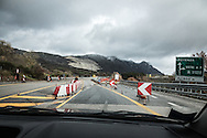 Basilicata, Italia, 04/02/2016<br /> I numerosi cantieri lungo il raccordo autostradale Sicignano-Potenza.<br /> Nel marzo 2015 l&rsquo;Anas ha reso noto l&rsquo;esito di una gara per un investimento di oltre 10 milioni di euro, per il ripristino strutturale di tre viadotti nella zona di Vietri di Potenza. Ma, ad oggi, il Raccordo Autostradale numero 5 &egrave; ancora un rosario di cantieri<br /> <br /> Basilicata, Italy, 04/02/2016<br /> The many construction sites along the Sicignano-Potenza highway.<br /> In March 2015, Anas has announced the results of a competition for an investment of over 10 million Euros, for the structural restoration of three viaducts in Vietri di Potenza area. But, to date, the Number 5 Highway is still a rosary of construction sites.