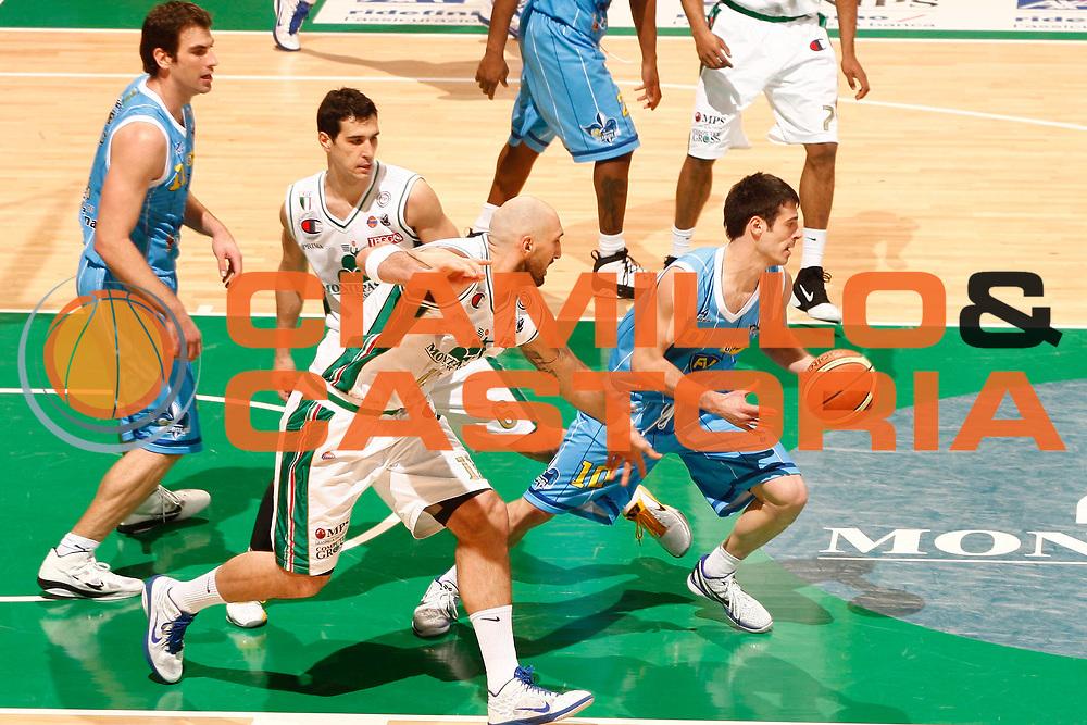DESCRIZIONE : Siena Lega A 2010-11 Montepaschi Siena Vanoli Braga Cremona<br /> GIOCATORE : Lorenzo D'Ercole<br /> SQUADRA : Vanoli Braga Cremona<br /> EVENTO : Campionato Lega A 2010-2011 <br /> GARA : Montepaschi Siena Vanoli Braga Cremona<br /> DATA : 23/01/2011<br /> CATEGORIA : palleggio<br /> SPORT : Pallacanestro <br /> AUTORE : Agenzia Ciamillo-Castoria/P.Lazzeroni<br /> Galleria : Lega Basket A 2010-2011 <br /> Fotonotizia : Siena Lega A 2010-11 Montepaschi Siena Vanoli Braga Cremona<br /> Predefinita :