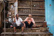 Three men sit idly, enjoyng a conversaton in a typical Bundi afternoon.