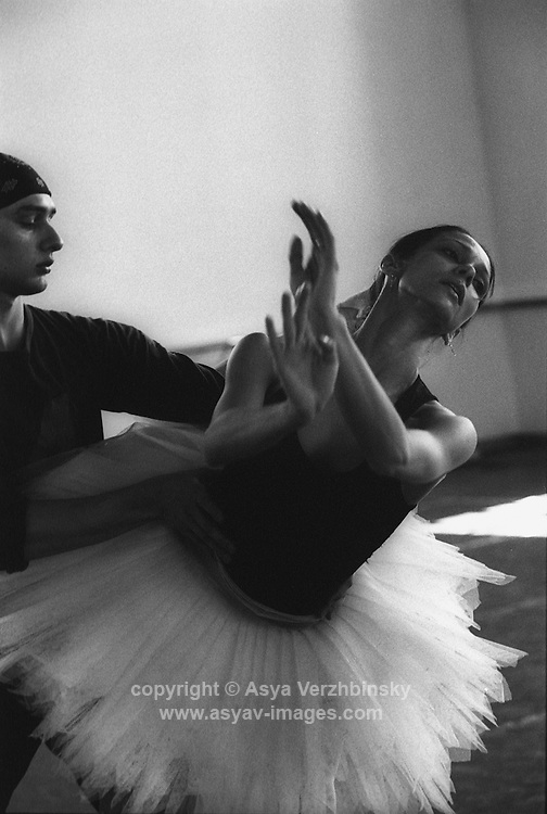 Roberta Marquez and Ivan Putrov in rehearsal for Swan Lake.