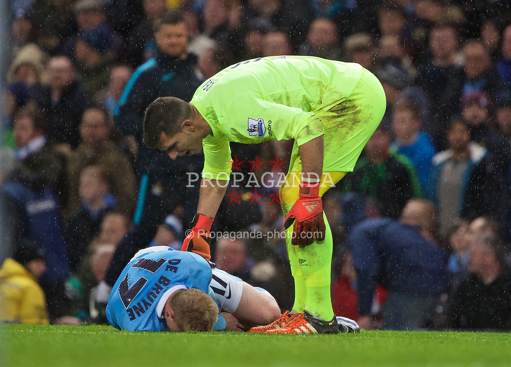 MANCHESTER, ENGLAND - Wednesday, January 27, 2016: Everton's goalkeeper Joel Robles tries to pick up Manchester City's injured Kevin De Bruyne during the Football League Cup Semi-Final 2nd Leg match at the City of Manchester Stadium. (Pic by David Rawcliffe/Propaganda)