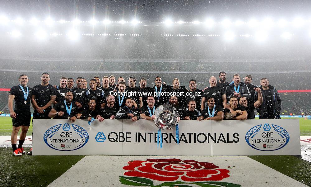 Autumn International, Twickenham, London 8/11/2014  <br /> England vs New Zealand All Blacks<br /> The New Zealand team celebrate with the Hillary Shield<br /> Mandatory Credit &copy;Photosport/INPHO/James Crombie