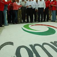 """Jiquipilco, Mex.- Enrique Peña Nieto gobernador del estado de México, en gira de trabajo entregó el centro de salud """"verde"""" Jiquipilco y la rehabilitación de la carretera Ixtlahuaca-Jiquipilco-Temoaya. Agencia MVT / José Hernández. (DIGITAL)<br /> <br /> <br /> <br /> NO ARCHIVAR - NO ARCHIVE"""