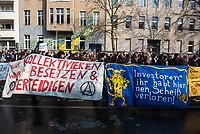 DEU, Deutschland, Germany, Berlin, 14.04.2018: Demonstration gegen steigende Mieten unter dem Motto Wiedersetzen - Gemeinsam gegen Verdrängung und Mietenwahnsinn.  Hier vor dem Haus in der Großbeerenstrasse Nr. 70.