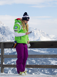 18.01.2013, Olympia delle Tofane, Cortina d Ampezzo, ITA, FIS Weltcup Ski Alpin, Abfahrt, Damen, 1. Training, Streckenbesichtigung, im Bild Lindsey Vonn (USA) // Lindsey Vonn of the USA at the Course inspection during 1st practice of the ladies Downhill of the FIS Ski Alpine World Cup at the Olympia delle Tofane course, Cortina d Ampezzo, Italy on 2013/01/18. EXPA Pictures © 2013, PhotoCredit: EXPA/ Johann Groder