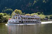 Personenschiff auf dem Neckar bei Neckarsteinach, Baden-Württemberg, Deutschland | Passenger on the Neckar, Baden-Württemberg, Germany