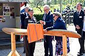 Pieter van Vollenhoven opent Vliegeniersmuseum