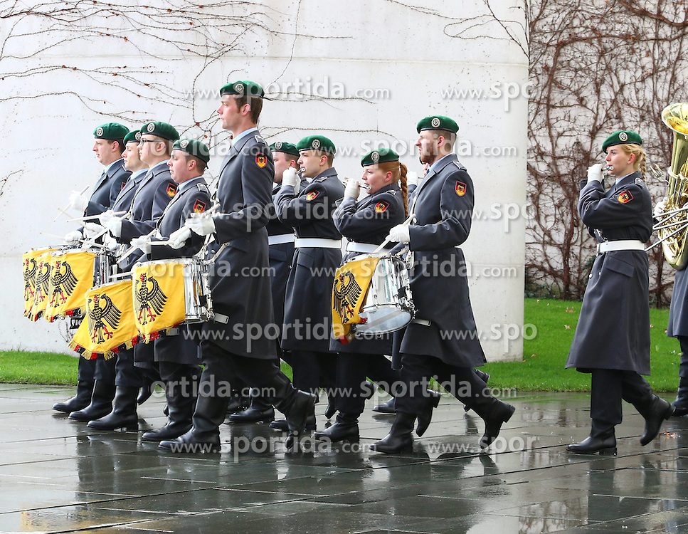 31.03.2015, Bundeskanzleramt, Berlin, GER, SPO, Staatsbesuch, Hollande, im Bild Einmarsch des Bundeswehr Musikcorps // POL during the 17th German- French Council of Ministers Bundeskanzleramt in Berlin, Germany on 2015/03/31. EXPA Pictures &copy; 2015, PhotoCredit: EXPA/ Eibner-Pressefoto/ Hundt<br /> <br /> *****ATTENTION - OUT of GER*****