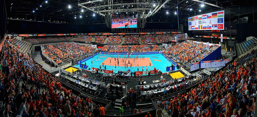 01-10-2015 NED: Volleyball European Championship Nederland - Polen, Apeldoorn<br /> Nederland wint de kwart finale met 3-1 en plaatst zich voor de final 4 / Ahoy mooi Oranje gevuld, publiek support