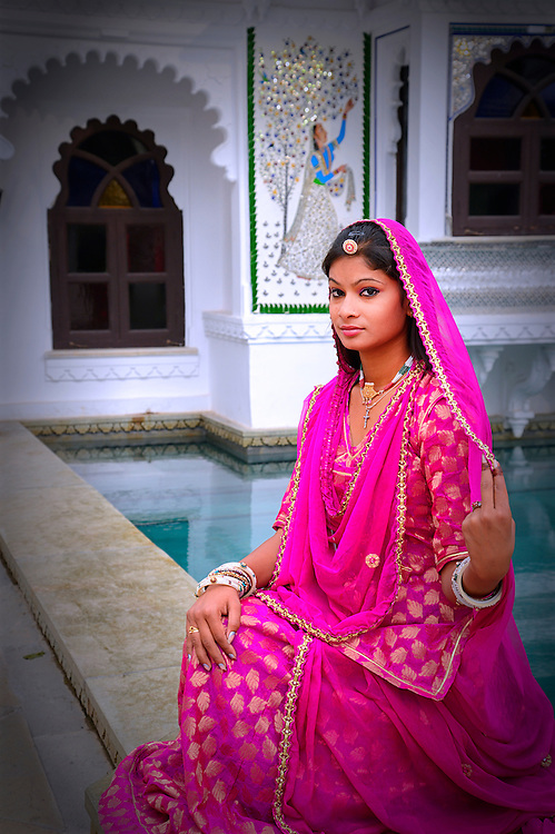 Indian girl in traditional dress,Udaipur,Rajasthan,India,Asia<br /> Model release 0321,0322