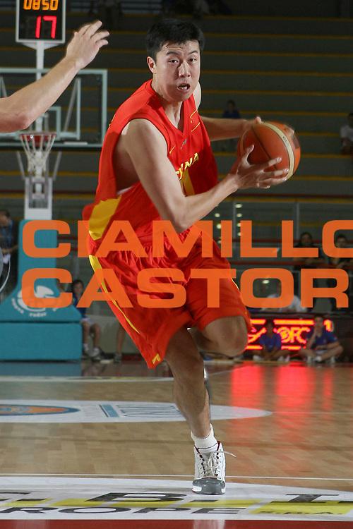 DESCRIZIONE : Osimo Torneo Internazionale Italia-Cina<br /> GIOCATORE : Sun Yue<br /> SQUADRA : Cina<br /> EVENTO : Osimo Torneo Internazionale<br /> GARA : Italia Cina<br /> DATA : 25/06/2006 <br /> CATEGORIA : Palleggio<br /> SPORT : Pallacanestro <br /> AUTORE : Agenzia Ciamillo-Castoria/E.Castoria