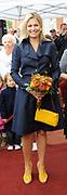 Prinses M&aacute;xima opent Blijf van m&rsquo;n Lijf huis nieuwe stijl<br /> <br /> Hare Koninklijke Hoogheid Prinses M&aacute;xima der Nederlanden opent op dinsdag 30 augustus in Alkmaar het eerste Oranje Huis. Het Oranje Huis is een Blijf van m&rsquo;n Lijf Huis Nieuwe Stijl: een niet geheime, open locatie. Het Oranje Huis is een initiatief van Stichting Blijf Groep en biedt onder &eacute;&eacute;n dak advies, hulpverlening en opvang voor mensen die te maken hebben met huiselijk geweld.<br /> <br /> Op de foto: Aankomst van de prinses<br /> <br /> <br /> Princess M&aacute;xima opens new home Stay off my Body style<br /> <br /> Her Royal Highness Princess M&aacute;xima of the Netherlands opens on Tuesday, August 30 Alkmaar in the first House of Orange. The monarchy is one of my Stay Home New Body Style: not a secret, open location. The monarchy is an initiative of Stay Group Foundation and includes a roof advice, assistance and care for people dealing with domestic violence.<br /> <br /> On the photo: Arrival of the prinses
