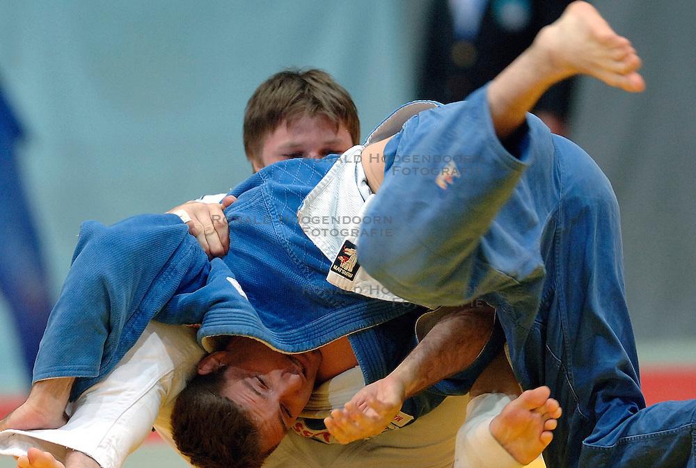 26-05-2006 JUDO: EUROPEES KAMPIOENSCHAP: TAMPERE FINLAND<br /> Mark Huizinga raakt geblesseerd aan zijn knie in de halve finale tegen Pershin (RUS) tijdens het EK Judo in Finland<br /> ©2006-WWW.FOTOHOOGENDOORN.NL
