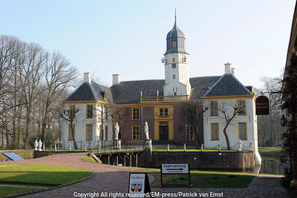 De Fraeylemaborg is een Groninger borg in het dorp Slochteren.De borg is gelegen in een ongeveer 31 hectare groot landgoed, in aanleg hoofdzakelijk daterend uit de 19e eeuw. Het parkbos is in het begin van de 19e eeuw gewijzigd in de romantische Engelse-landschapsstijl. Het tuincomplex wordt gedragen door een lange hoofdas die door de statige oprijlaan extra nadruk krijgt. Op het voorterrein bevindt zich het schathuis, waarin een restaurant gevestigd is. Aan de andere kant staat het koetshuis met paardenstal en oranjerie.<br /> <br /> The Groninger Fraeylemaborg is a deposit in the village Slochteren.De deposit is located in an approximately 31 hectare estate, mainly in construction dating from the 19th century. The forest park is at the beginning of the 19th century changed the romantic English-style landscape. The garden complex is supported by a long axis by the stately driveway stand out. On the forecourt is the treasure house, where a restaurant is located. On the other hand, the coach house with stables and orangery.
