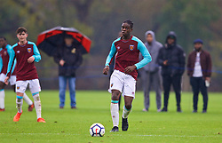 LONDON, ENGLAND - Saturday, November 4, 2017: West Ham United's Jay Mingi during the Under-18 Premier League Cup Group D match between West Ham United FC and Liverpool FC at Little Heath. (Pic by David Rawcliffe/Propaganda)