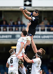 Charlie Ewels of Bath Rugby wins the ball at a lineout - Mandatory byline: Patrick Khachfe/JMP - 07966 386802 - 16/11/2019 - RUGBY UNION - The Recreation Ground - Bath, England - Bath Rugby v Ulster Rugby - Heineken Champions Cup