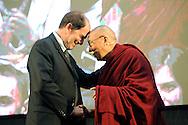 IL DALAILAMA A TRENTO A SINISTRA IL PRESIDENTE DELLA PROVINCIA DI TRENTO ALBERTO PACHER 11-04-2013 © foto Daniele Mosna
