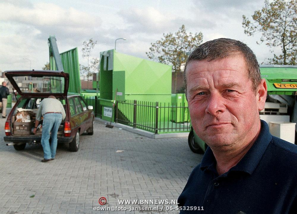 Paul Allertz beheerder van het GAD afvalstation aan de Ambachtsweg Huizen