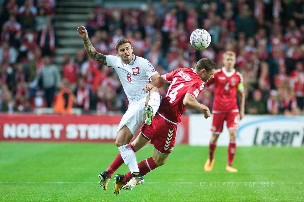 01.09.2017. Copenhagen, Denmark. <br /> Karol Linetty (8) of Poland fights for the ball with Henrik Dalsgaard (14) of Denmark during the FIFA 2018 World Cup Qualifier between Denmark and Poland at Parken Stadion.<br /> Photo: © Ricardo Ramirez.