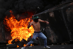 """23.10.2015, Ramallah, PSE, Gewalt zwischen Palästinensern und Israelis, im Bild Zusammenstösse zwischen Palästinensischen Demonstranten und Israelischen Sicherheitskräfte // A Palestinian protester uses a sling shot to throw stones during clashes with Israeli security forces near the Jewish settlement of Beit El, near Ramallah on October 23, 2015. Palestinian factions called for mass rallies against Israel in the occupied West Bank and East Jerusalem in a """"day of rage"""" on Friday, as world and regional powers pressed on with talks to try to end more than three weeks of bloodshed, Palestine on 2015/10/23. EXPA Pictures © 2015, PhotoCredit: EXPA/ APAimages/ Shadi Hatem<br /> <br /> *****ATTENTION - for AUT, GER, SUI, ITA, POL, CRO, SRB only*****"""
