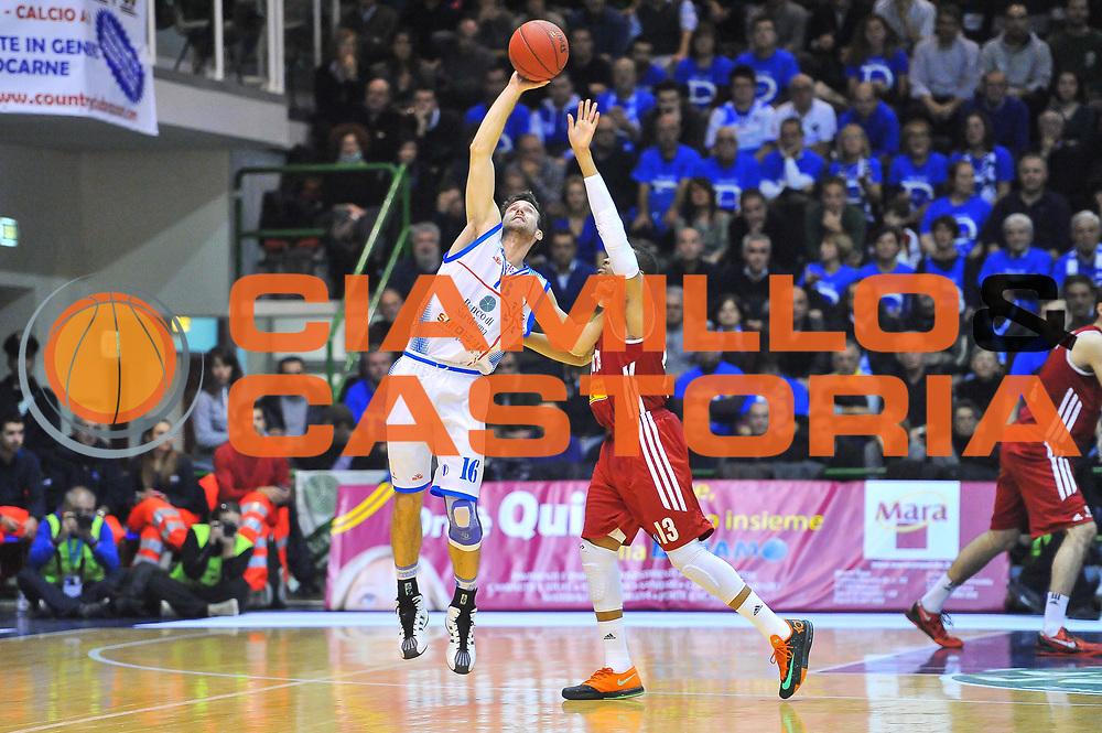 DESCRIZIONE : Eurocup 2013/14 Gir. B Dinamo Banco di Sardegna Sassari - Cedevita Zagabria<br /> GIOCATORE : Drake Diener<br /> CATEGORIA : Equilibrio<br /> SQUADRA : Dinamo Banco di Sardegna Sassari <br /> EVENTO : Eurocup 2013/2014<br /> GARA : Dinamo Banco di Sardegna Sassari - Cedevita Zagabria<br /> DATA : 11/12/2013<br /> SPORT : Pallacanestro <br /> AUTORE : Agenzia Ciamillo-Castoria / Luigi Canu<br /> Galleria : Eurocup 2013/2014<br /> Fotonotizia : Eurocup 2013/14 Gir. B Dinamo Banco di Sardegna Sassari - Cedevita Zagabria<br /> Predefinita :