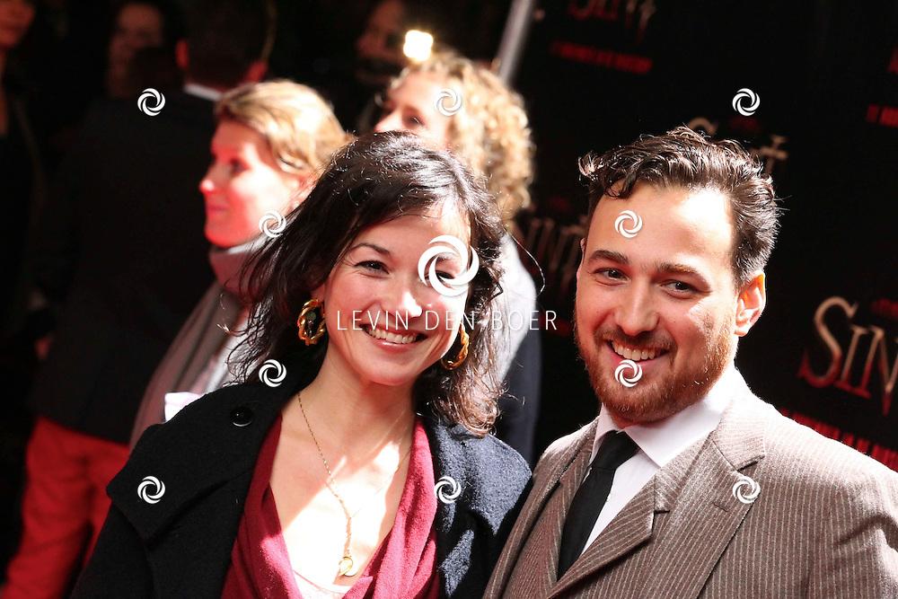 AMSTERDAM - De film Sint van regisseur Dick Maas gaat woensdag in het Muziektheater in Amsterdam in premiere. Met op de foto Birgit Schuurman en Arne Toonen. FOTO LEVIN DEN BOER - PERSFOTO.NU