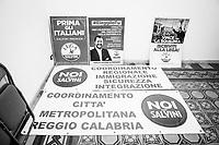 REGGIO CALABRIA (RC) - 7 SETTEMBRE 2018:  Striscioni e manifesti elettorali  e politici della Lega nella sede della Lega per il Coordinamento per la città metropolitana di Reggio Calabria, a Reggio Calabria il 7 settembre 2018.