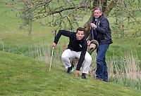 AMSTELVEEN - GOLF - Valentin Verga en Arthur Beerendonk.  Par 3 wedstrijd tussen vier voetballers en vier hockeyers, tijdens de Amsterdam Golf Show op de golfbaan van Amsteldijk. Organisator Arthur Beerendonk. De hockeyers zijn Valentin Verga, Billy Bakker, Mirco Pruijser , Robert Tiggesen  voetballers John Bosman, Barry van Galen, Mickey Van der Hart (Ajax) en Joël Veltman (Ajax). FOTO KOEN SUYK