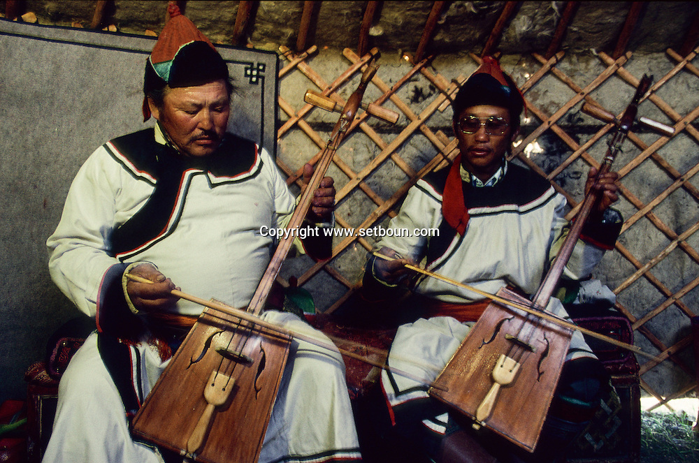 Mongolia. Traditional music (Hoit Tsanher Aguy).   / musique traditionnelle  Hoit  Tsanher Aguy   152       P0000770