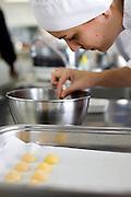 Belo Horizonte_MG, Brasil...Cozinheira cozinhando para o festival de gastronomia Sabor e Saber...The cook woman cooking for the gastronomy festival Sabor e Saber...FOTO: BRUNO MAGALHAES / NITRO