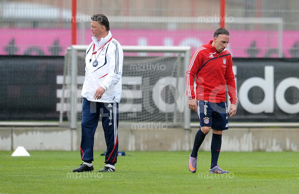 Fussball 1. Bundesliga:  Saison   2009/2010    Training beim FC Bayern Muenchen 14.04.2010 Trainer Louis van Gaal, Franck Ribery (v.li., FCB)
