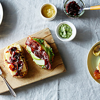 apple bacon caramelized red onion sandwiches with arugula thyme spread