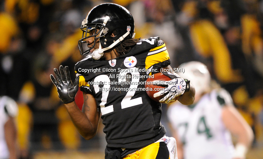 Jan. 23, 2011 - Pittsburgh, Pennsylvania, U.S. - Steelers William Gay runs a fumble into the endzone for a touchdown against the Jets in the second quarter Sunday night during the AFC Championship at Heinz Field