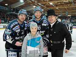 01.01.2015, Keine Sorgen Eisarena, Linz, AUT, EBEL, EHC Liwest Black Wings Linz vs HC Orli Znojmo, 34. Runde, im Bild V.l. Curtis Murphy, Marc-Andre Dorion und der Rauchfangkehrer als Glücksbringer (Liwest Black Wings Linz, #41, #10) // during the Erste Bank Icehockey League 34th round match between EHC Liwest Black Wings Linz and HC Orli Znojmo at the Keine Sorgen Icearena, Linz, Austria on 2015/01/01. EXPA Pictures © 2015, PhotoCredit: EXPA/ Reinhard Eisenbauer