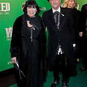 NLD/Scheveningen/20111106 - Premiere musical Wicked, schoenontwerper Jan Jansen en partner