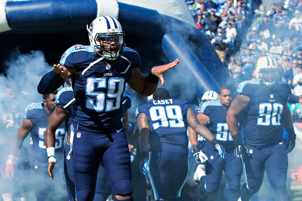 NASHVILLE, TN - OCTOBER 18:  Wesley Woodyard #59 of the Tennessee Titans runs onto the field before a game against the Miami Dolphins at LP Field on October 18, 2015 in Nashville, Tennessee.  The Dolphins defeated the Titans 38-10.  (Photo by Wesley Hitt/Getty Images) *** Local Caption *** Wesley Woodyard