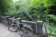 Polenztal, Fahrrad auf Brücke, Elbsandsteingebirge, Sächsische Schweiz, Sachsen, Deutschland.|.Polenz Valley, Saxon Switzerland, Saxony, Germany