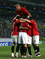 Photo: Paul Thomas.<br /> Sporting Lisbon v Manchester United. UEFA Champions League Group F. 19/09/2007.<br /> <br /> Cristiano Ronaldo and Utd celebrate his goal.