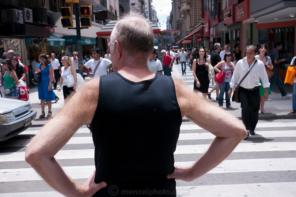 Man with hariy arms on Florida Street, Buenos Aires