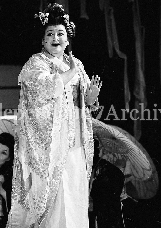 Nikki Li Hartliep as Madam Butterfly in the Gaiety theatre, Dublin, circa April 1990 (Part of the Independent Newspapers Ireland/NLI Collection).