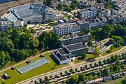 Nederland, Gelderland, Arnhem, 29-05-2019; de straat Onderlangs - langs de Nederrijn met ArtEZ Hogeschool voor de kunsten (voorgrond). Boven het  Hoofdkantoor Alliander (Bellevue),<br /> Part of the city center with art school (at the bottom).<br /> <br /> luchtfoto (toeslag op standard tarieven);<br /> aerial photo (additional fee required);<br /> copyright foto/photo Siebe Swart
