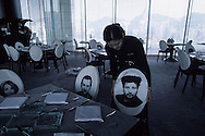 Hong Kong. restaurant Felix of the hotel peninsula designed by Stark, the faces of his team are on the chairs. .   15   / hôtel Peninsula: Le  restaurant  - Félix -  design by ph Starck  sans doute la plus belle vue de .   15  / L3009  /  / 319177/44