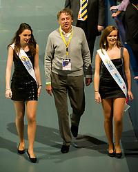 06-01-2012 WIELRENNEN: RABOBANK ZESDAAGSE: ROTTERDAM<br /> Ed Nijpels met de rondemissen<br /> (c)2012-FotoHoogendoorn.nl / Peter Schalk