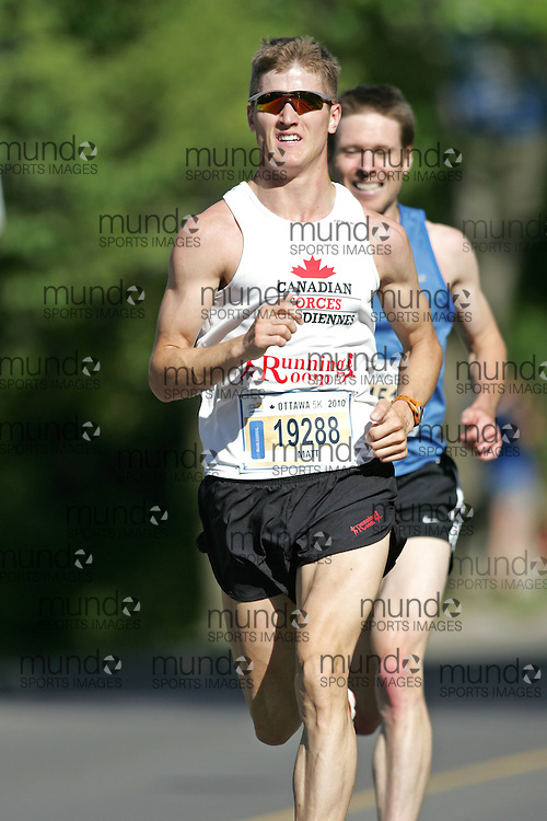 (Ottawa, ON --- May 29, 2010) MATT SETLACK running in the 5km race during the Ottawa Race Weekend. Photograph copyright Sean Burges / Mundo Sport Images
