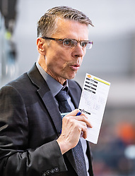 09.04.2019, Eisarena, Salzburg, AUT, EBEL, EC Red Bull Salzburg vs Vienna Capitals, Halbfinale, 6. Spiel, im Bild Headcoach Dave Cameron (Vienna Capitals) // during the Erste Bank Icehockey 6th semifinal match between EC Red Bull Salzburg vs Vienna Capitals at the Eisarena in Salzburg, Austria on 2019/04/09. EXPA Pictures © 2019, PhotoCredit: EXPA/ JFK